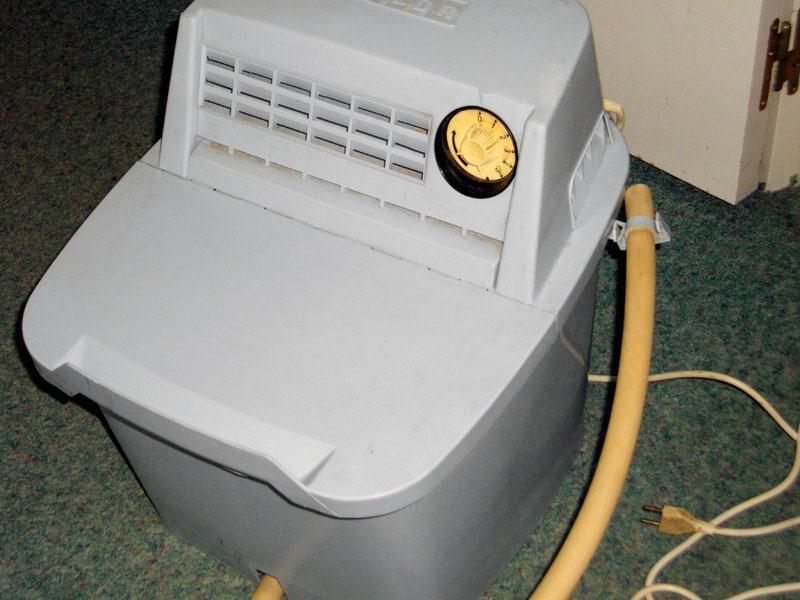 Photo donne petite machine laver calor en plastique b - Machine a laver petite taille ...
