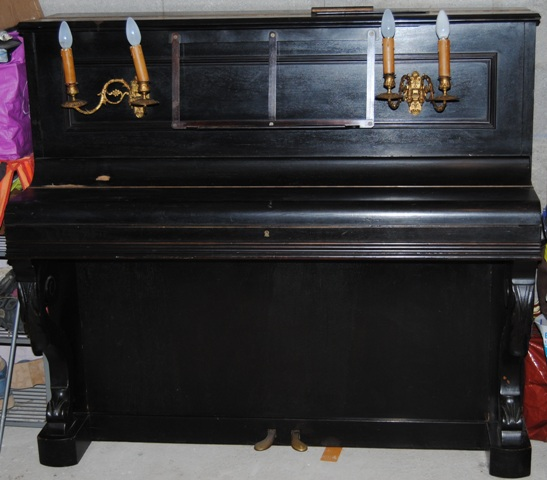 photo piano droit ancien. Black Bedroom Furniture Sets. Home Design Ideas