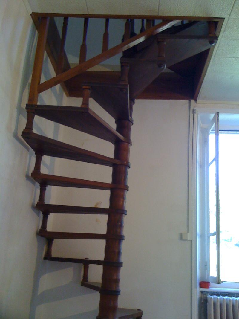 donne escalier en colima on bois satillieu. Black Bedroom Furniture Sets. Home Design Ideas