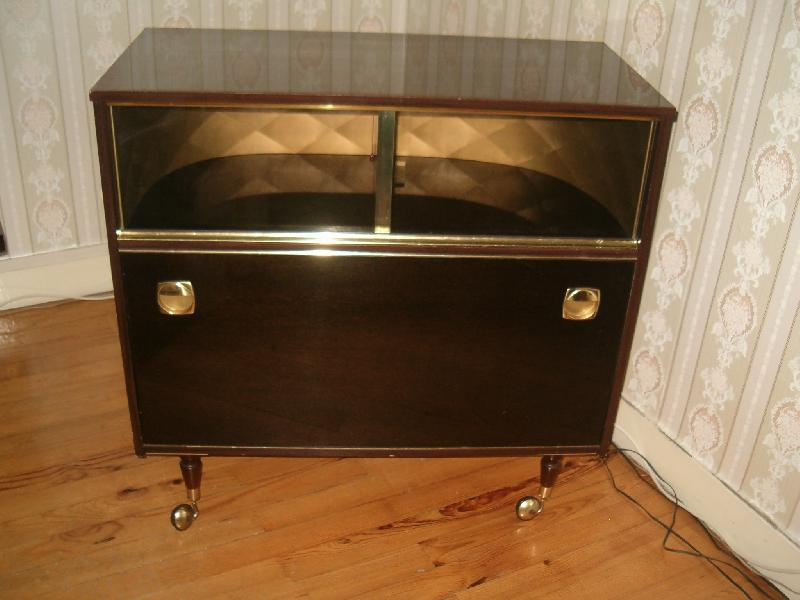 meuble bar sur roulettes donner saint tienne. Black Bedroom Furniture Sets. Home Design Ideas