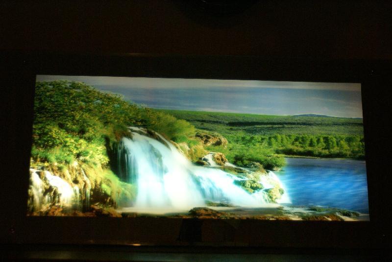 Tableau lumineux animé, cascade et rivière. - -dimensions 1 m x 50