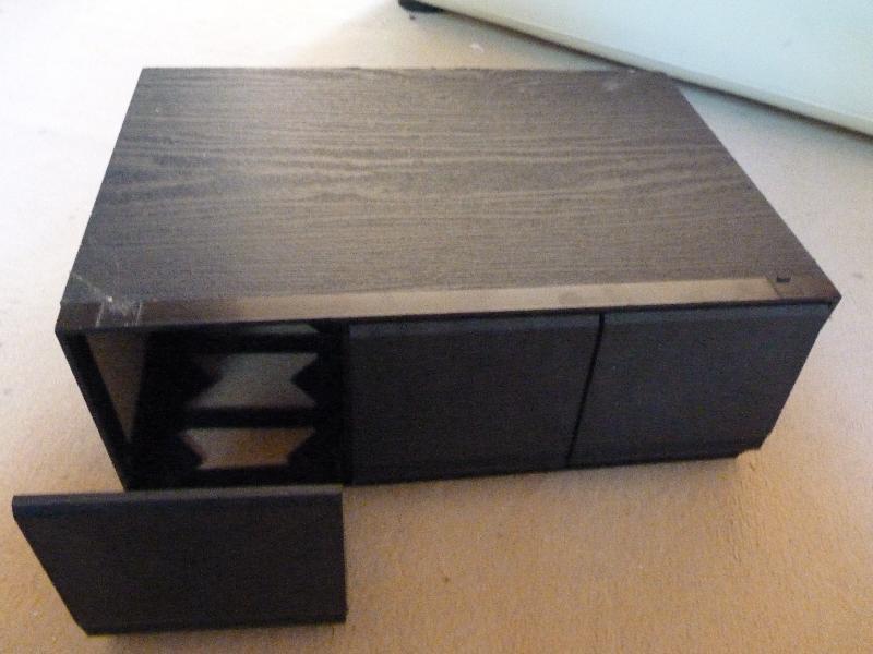Photo bo te range cd avec 3 tiroirs noire elle a des t for Tiroirs de rangement cd ikea