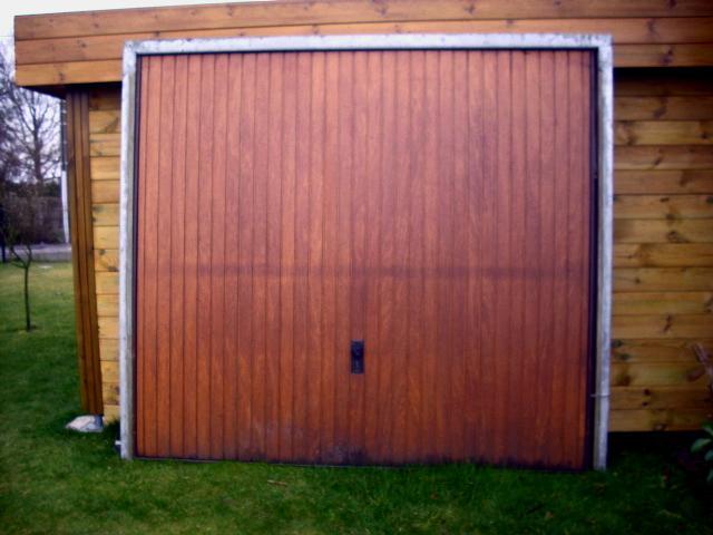 Photo je donne porte de garage basculante bois cadre m - Porte de garage basculante bois ...