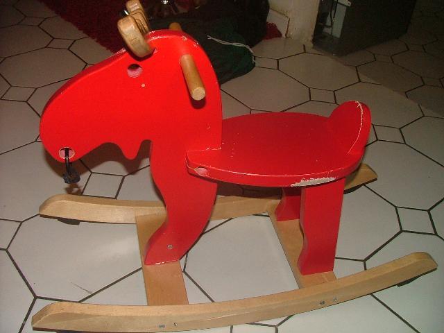 photo donne rennes a bascule provient de chez ikea en b. Black Bedroom Furniture Sets. Home Design Ideas