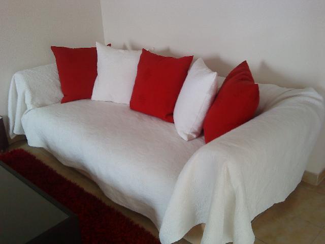 photo canape couvert. Black Bedroom Furniture Sets. Home Design Ideas