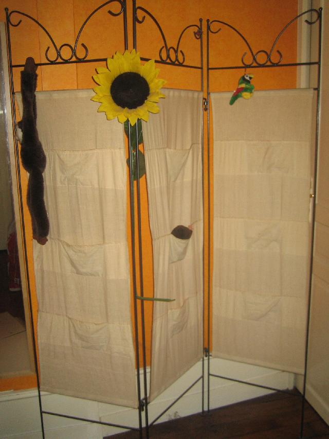 Photo donne paravent en fer forg et tissu beige lavable - Paravent fer forge et tissu ...