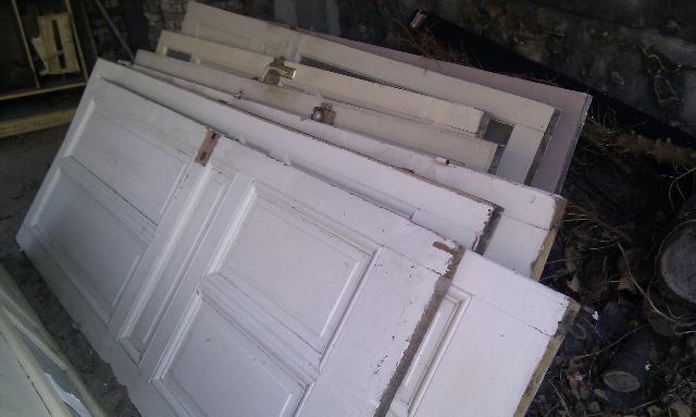 photo anciennes portes interieures en bois a prendre le. Black Bedroom Furniture Sets. Home Design Ideas