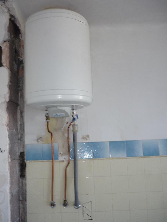 photo donne cumulus 150 litres peu utilis un plombier. Black Bedroom Furniture Sets. Home Design Ideas