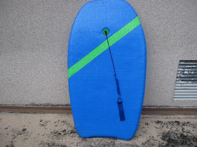 photo donne petite planche de surf plus courte qu 39 une. Black Bedroom Furniture Sets. Home Design Ideas