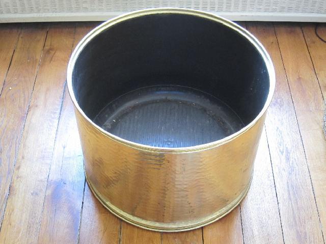 cache pot dore. Black Bedroom Furniture Sets. Home Design Ideas