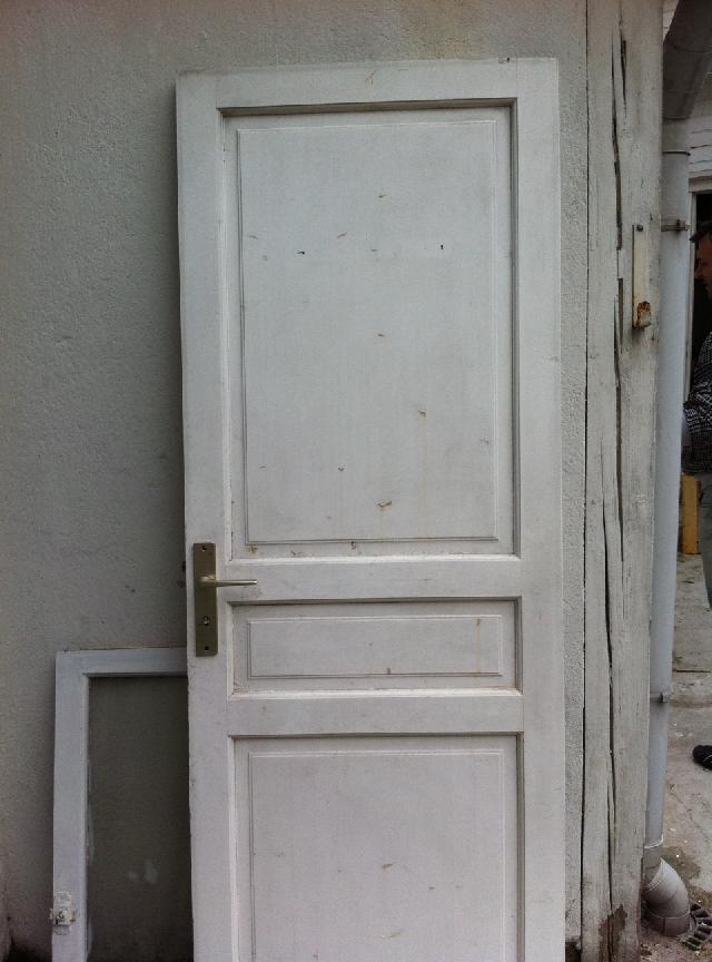 photo une porte sans bati 70cm poussant droit pren. Black Bedroom Furniture Sets. Home Design Ideas