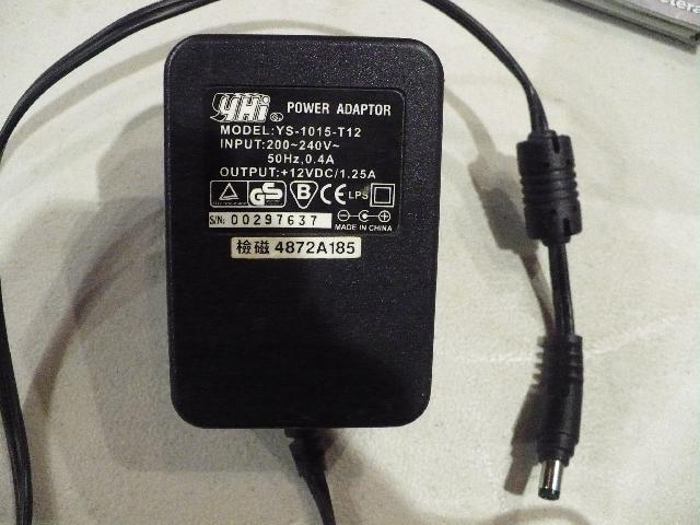 1 adaptateur ou chargeur 