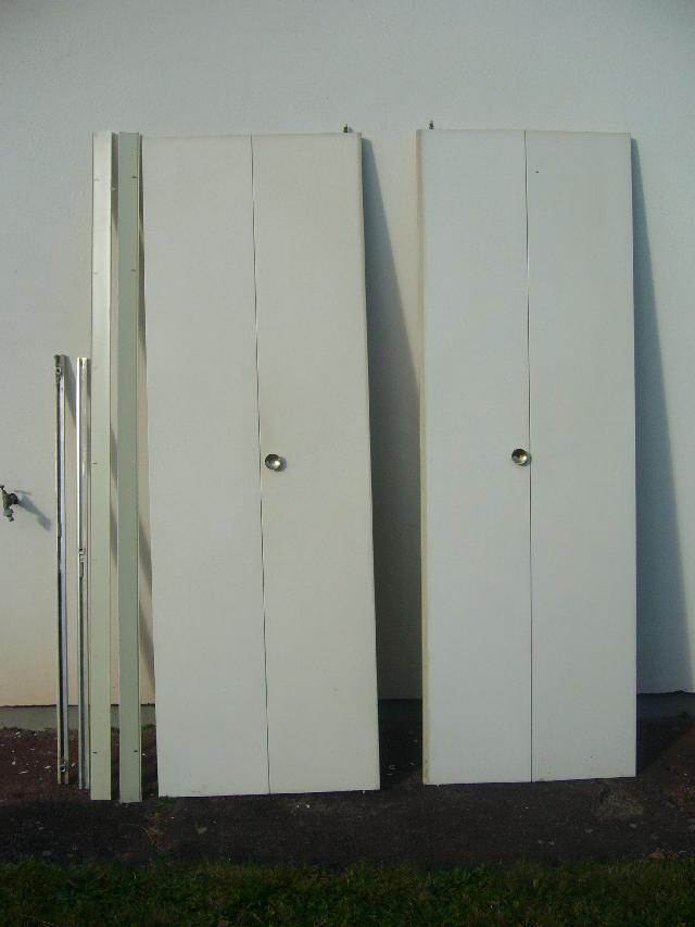 Photo portes de placard pliantes for 4 portes de placard