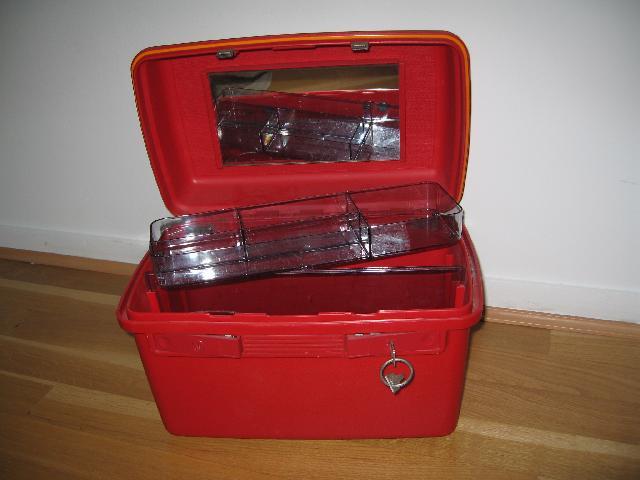 photo donne vanity case delsey de couleur rouge casier. Black Bedroom Furniture Sets. Home Design Ideas