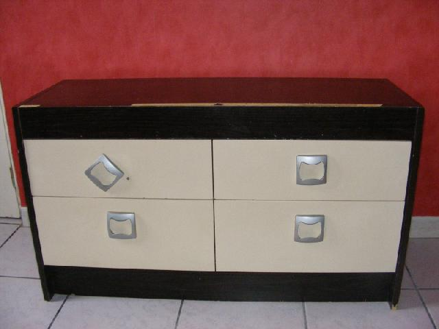 photo meuble bas ann es 70. Black Bedroom Furniture Sets. Home Design Ideas