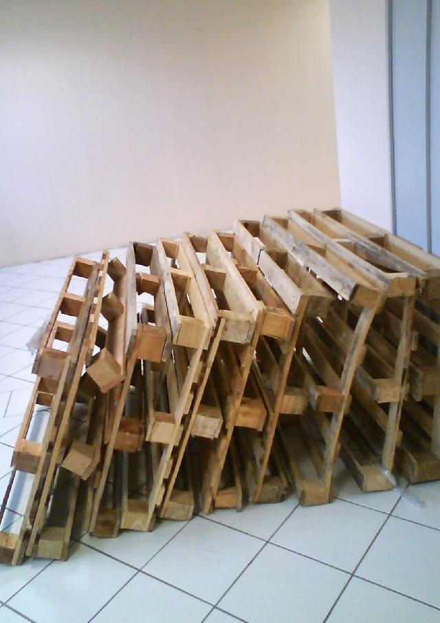 don de palette bois courroie de transport. Black Bedroom Furniture Sets. Home Design Ideas