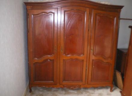 Photo armoire - Comment repeindre une armoire en bois ...