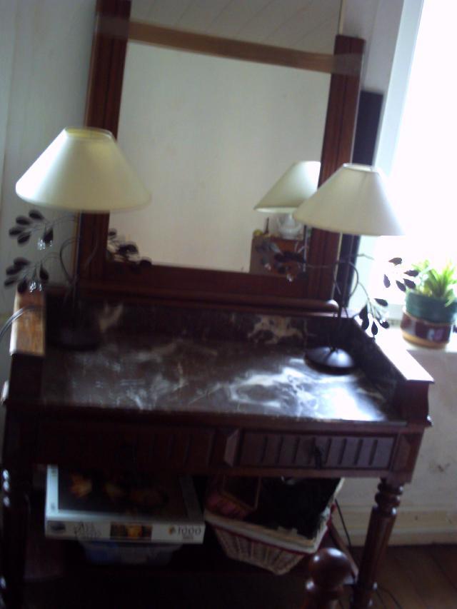 photo console ancienne dessus marbre avec un miroir u. Black Bedroom Furniture Sets. Home Design Ideas
