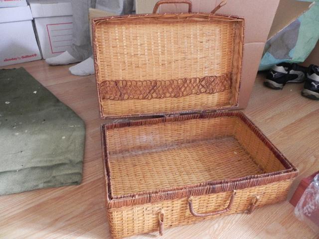 photo petite valise en osier. Black Bedroom Furniture Sets. Home Design Ideas