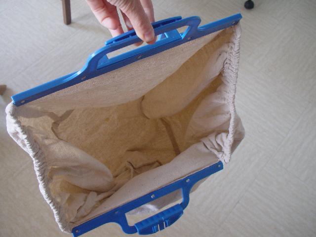 photo sac de courses accrocher au caddie pour facilite. Black Bedroom Furniture Sets. Home Design Ideas