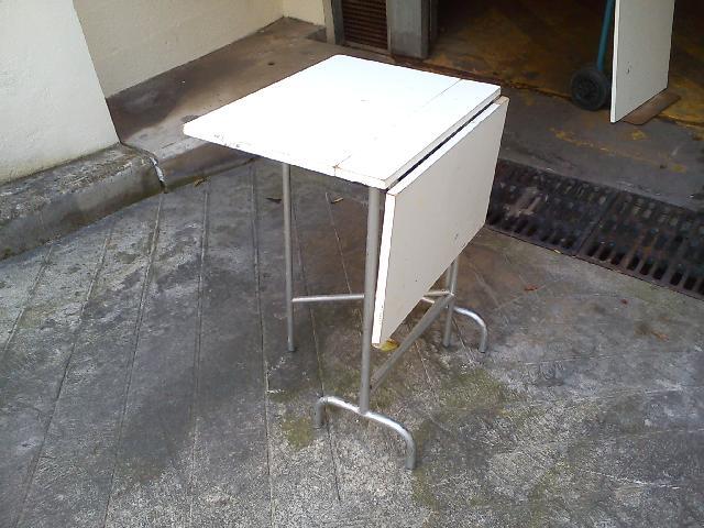 petite table pliante blanche donner bordeaux. Black Bedroom Furniture Sets. Home Design Ideas