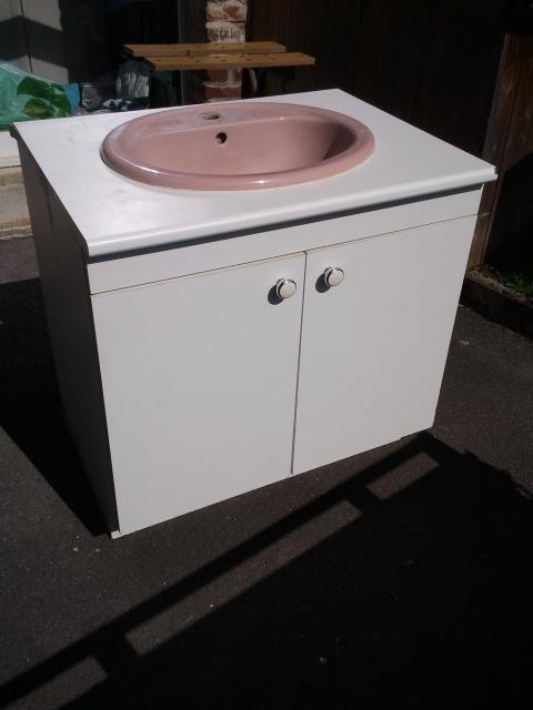 Meuble lavabo donner anneux for Meuble lavabo avec pied