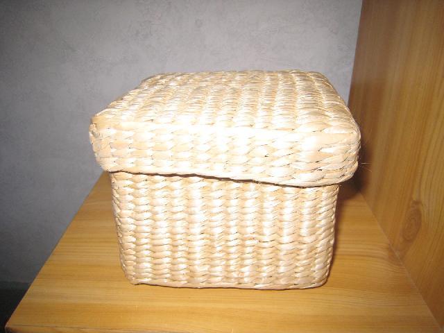 photo donne petite boite en osier environ 10x10cm a ret. Black Bedroom Furniture Sets. Home Design Ideas