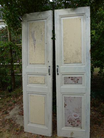 Photo donne 2 portes anciennes de placard bois brut - Porte de placard bois brut ...