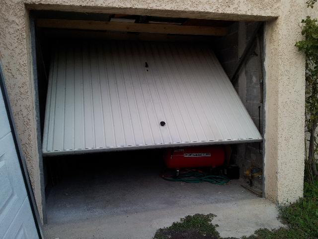 Photo donne porte de garage basculante non d bordante 24 for Portes de garage basculantes