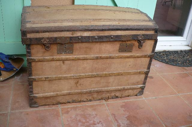 Photo donne ancienne malle en bois grand mod le a r n - Retaper une malle en bois ...