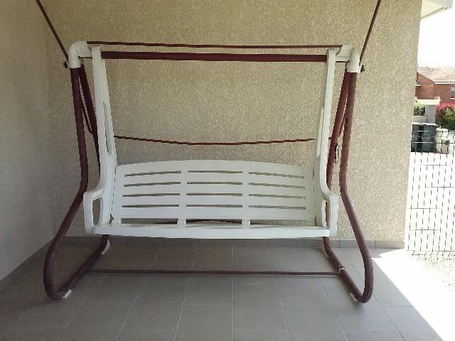 photo balancelle sans toile assise en pvc montant de c. Black Bedroom Furniture Sets. Home Design Ideas