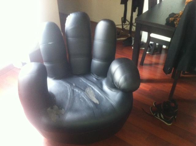 fauteuil forme main donner paris. Black Bedroom Furniture Sets. Home Design Ideas