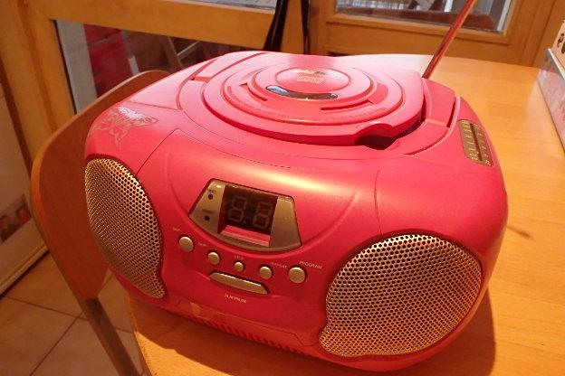 lecteur radio cd pour enfant donner montigny le bretonneux. Black Bedroom Furniture Sets. Home Design Ideas