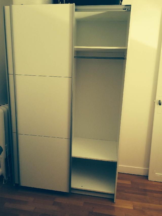 photo armoire. Black Bedroom Furniture Sets. Home Design Ideas