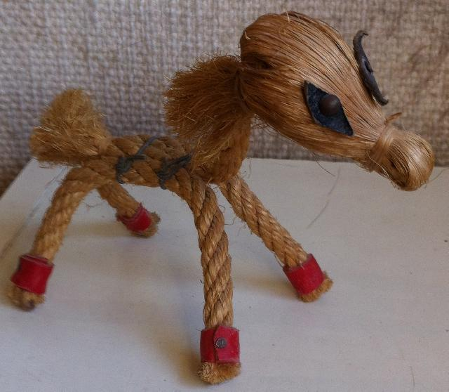 Bibelot pour d coration cheval en corde donner igny for Bibelot de decoration