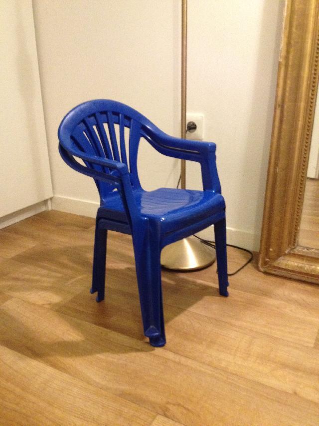 chaises pour enfant donner paris. Black Bedroom Furniture Sets. Home Design Ideas