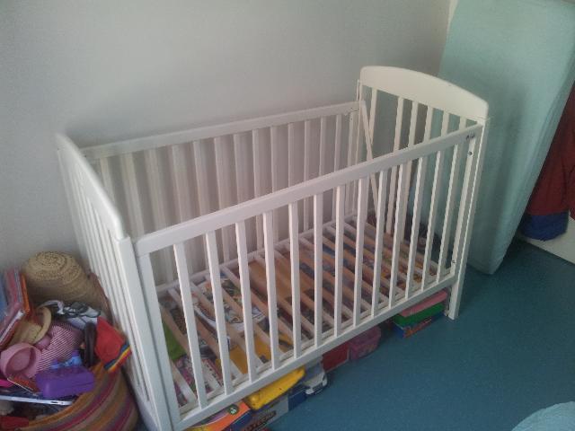 lit bebe donner paris 18. Black Bedroom Furniture Sets. Home Design Ideas