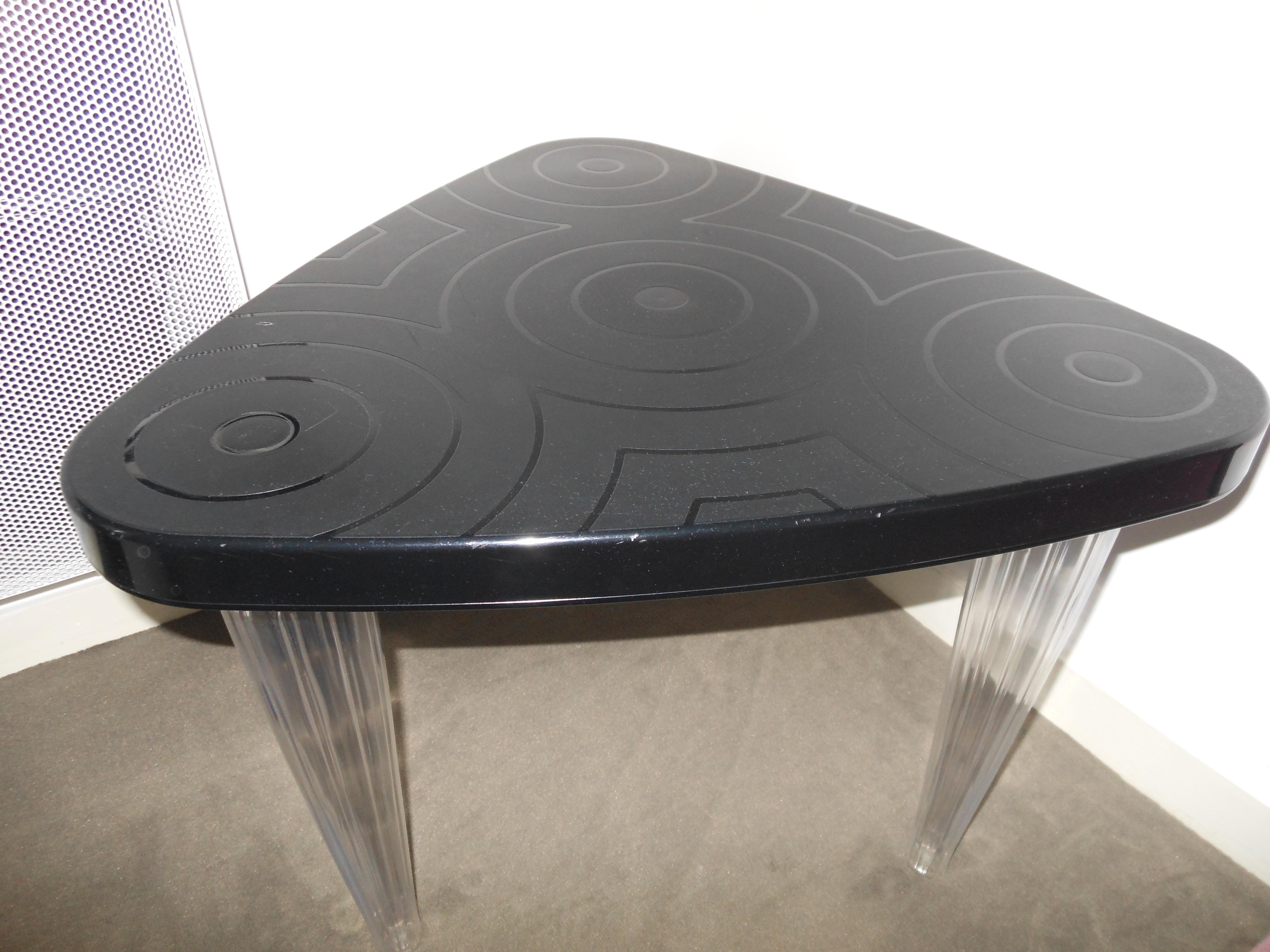 photo table. Black Bedroom Furniture Sets. Home Design Ideas