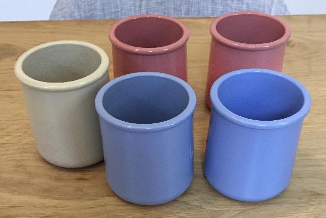 pots de yaourt en gr s donner paris 15. Black Bedroom Furniture Sets. Home Design Ideas