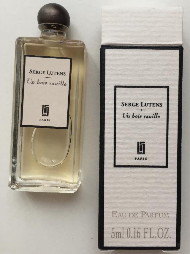 photo echantillon de parfum. Black Bedroom Furniture Sets. Home Design Ideas