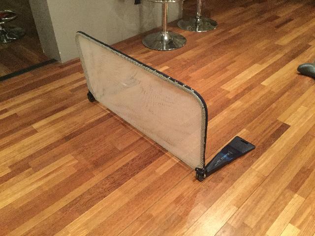 photo barriere de lit. Black Bedroom Furniture Sets. Home Design Ideas