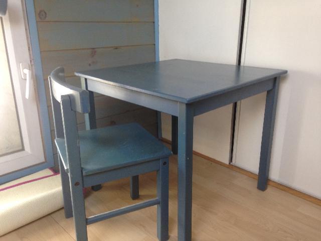 table chaise donner les pavillons sous bois. Black Bedroom Furniture Sets. Home Design Ideas