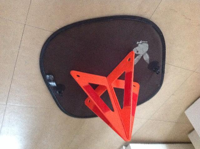 photo triangle de s curit. Black Bedroom Furniture Sets. Home Design Ideas