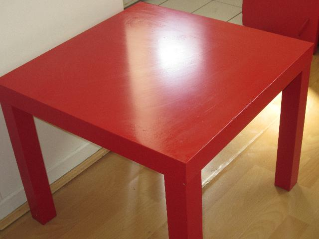 Photo Table Appoint Rouge Ikea